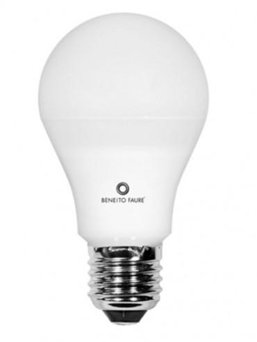 Kit family con lampadine e27, e14, una luce antibuio e un blister di stilo AA. Illuminazione a led conveniente
