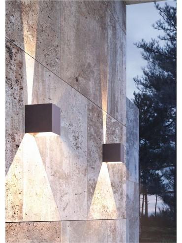 Applique a led da parete, nera da 6,8 watt. Con alette regolabili per creare disegni di luce. IP54 da esterno.