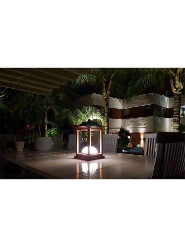 Lampada a led a batteria da 1w. Ideale su un tavolo esterno, in un gazebo o una tettoia. Moderna e di design.