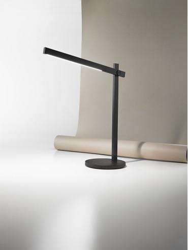 Lampada a led da tavolo professionale, bianca o nera. 4watt. lampada con un design moderno.