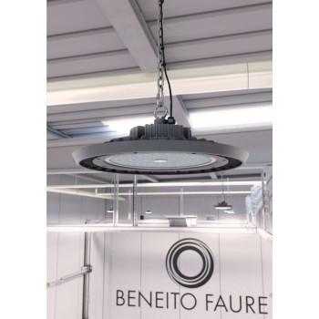 """Lampada a led industriale """"UFO"""" da 200w. Sostituisce le vecchie campane da 400w. Ideale nei capannoni, officine e magazzini."""