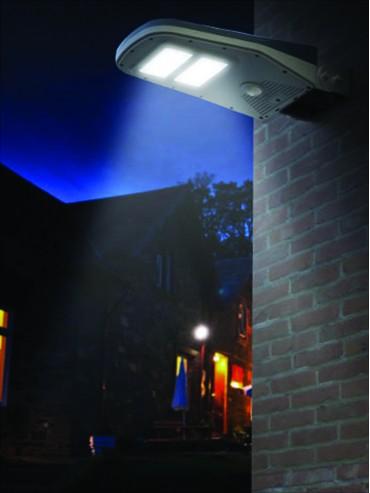 Proiettore a led solare da parete da 1000lm crepuscolare e sensore di presenza e telecomando. Da esterno.